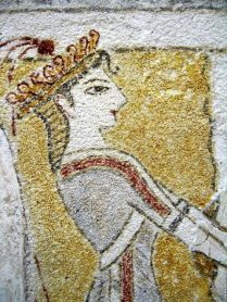 minoan_priestess_at_the_altar_fresco_Heraklion_crete